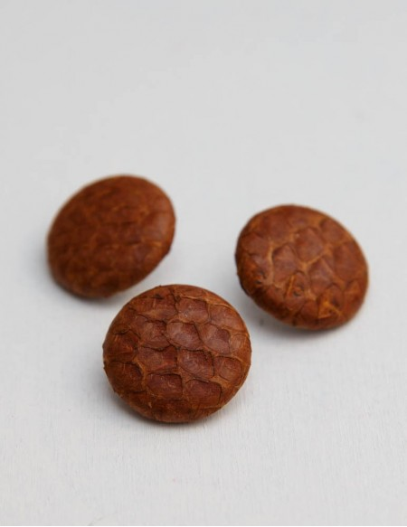BUTTON 2 cm // BROWN